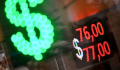 Доллар превысил отметку в 77 рублей впервые с текущей весны