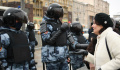 Эксперты сравнили действия полиции при погромах спецмашин в России и США