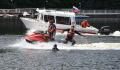 Спасатели вытащили из пруда в Москве тонувшего мужчину