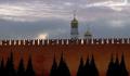 Сильный ветер повредил три зубца на Кремлевской стене