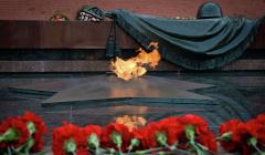 Вечный огонь у Кремля будет гореть при любой непогоде, заявил Бирюков