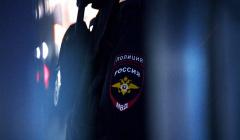Мужчину, угрожавшего посетителям магазина в Москве, доставили в полицию