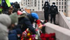 Женщине-волонтеру распылили в глаза газ на акции памяти Немцова