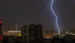 В Москве и области объявили желтый уровень погодной опасности из-за грозы