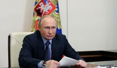 Путин поздравил выпускников с праздником