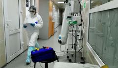 В Москве за сутки госпитализировали 918 человек с COVID-19